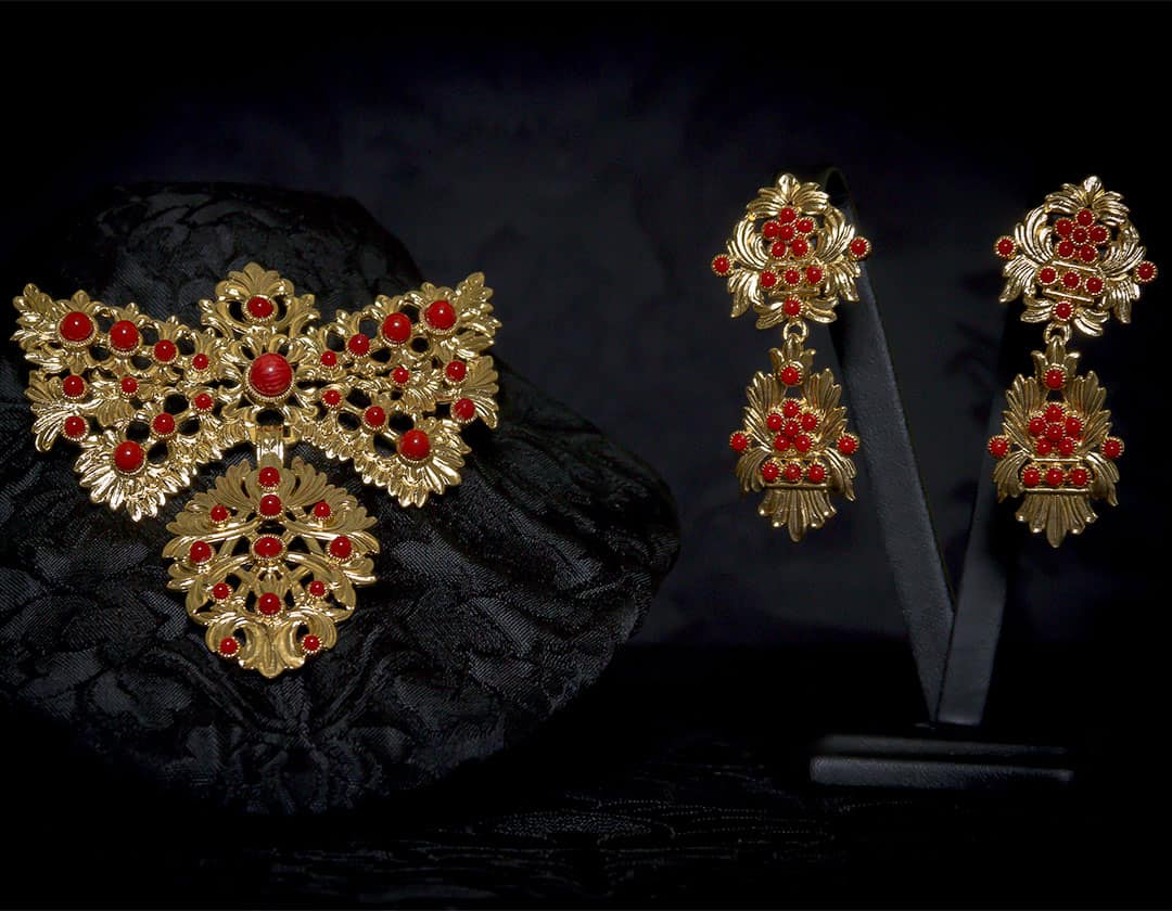Pendientes y joia de a uno en coral y oro ref. M-156