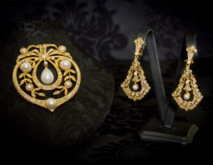 Pendientes y joia en perla, cristal y oro ref. m-159