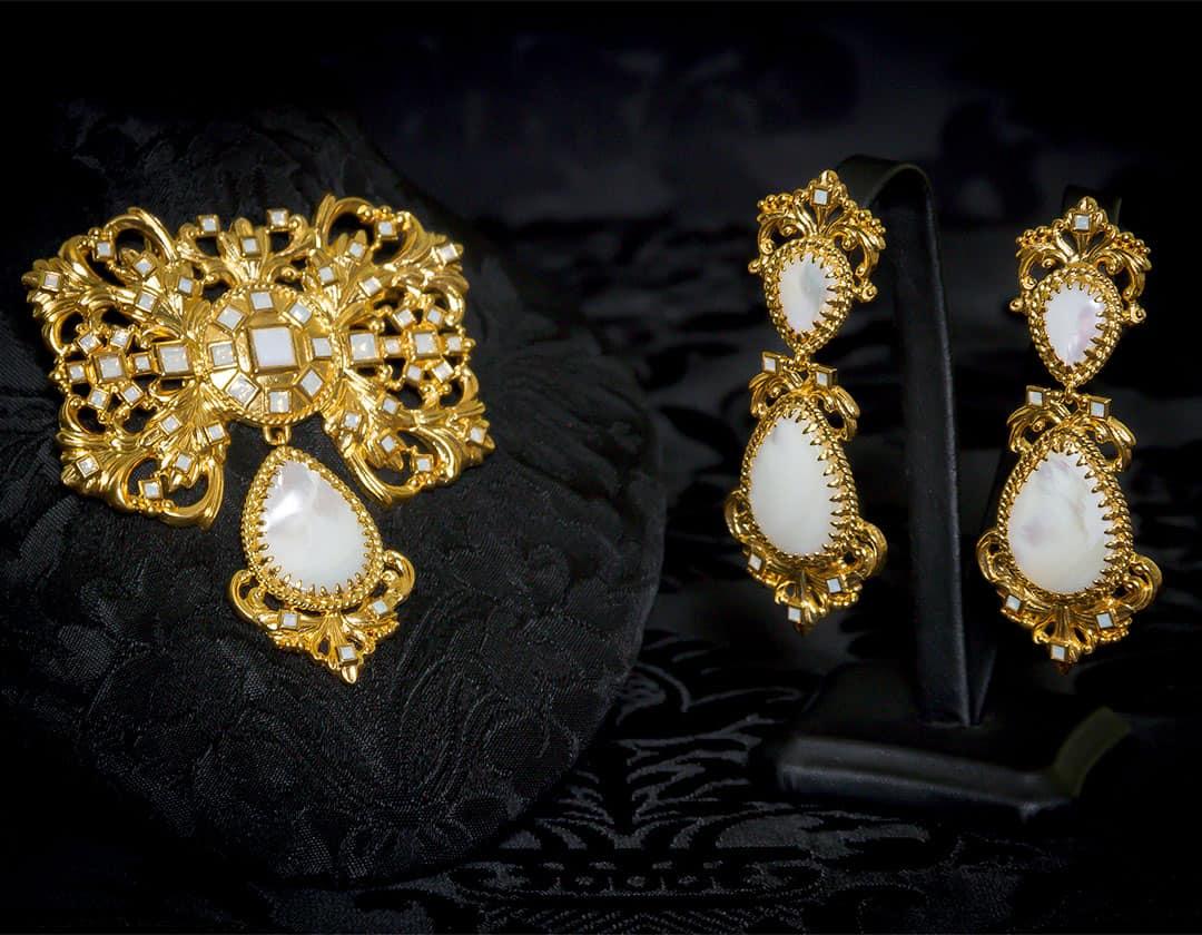 Pendientes y joia de a uno en nácar, cristal y oro ref. M-168