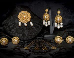 Pendientes y joia de la polca en perla y oro ref. M-114