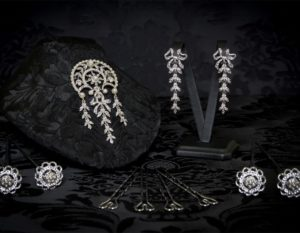Aderezo del siglo XVIII modelo del chorro en perla, cristal y rodio ref. m121