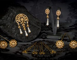 Aderezo del siglo XVIII modelo del chorro en perla y oro ref. m122