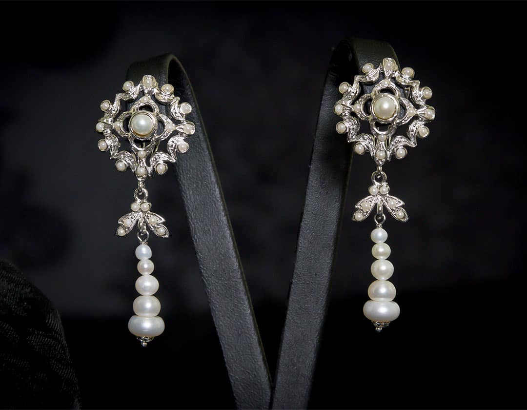 Aderezo del siglo XVIII modelo del chorro en perla y rodio ref. m123