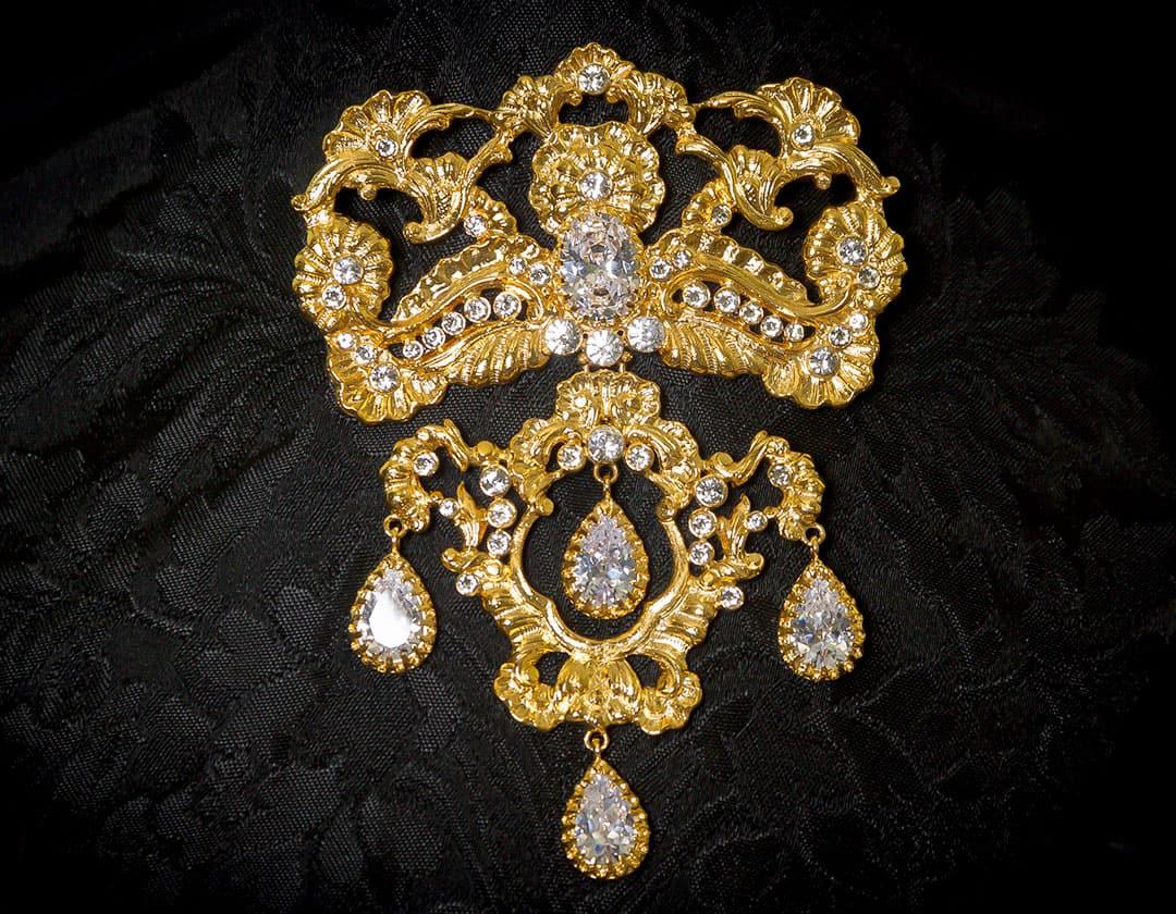 Aderezo del siglo XVIII modelo de la Virgen cristal y oro ref. m132