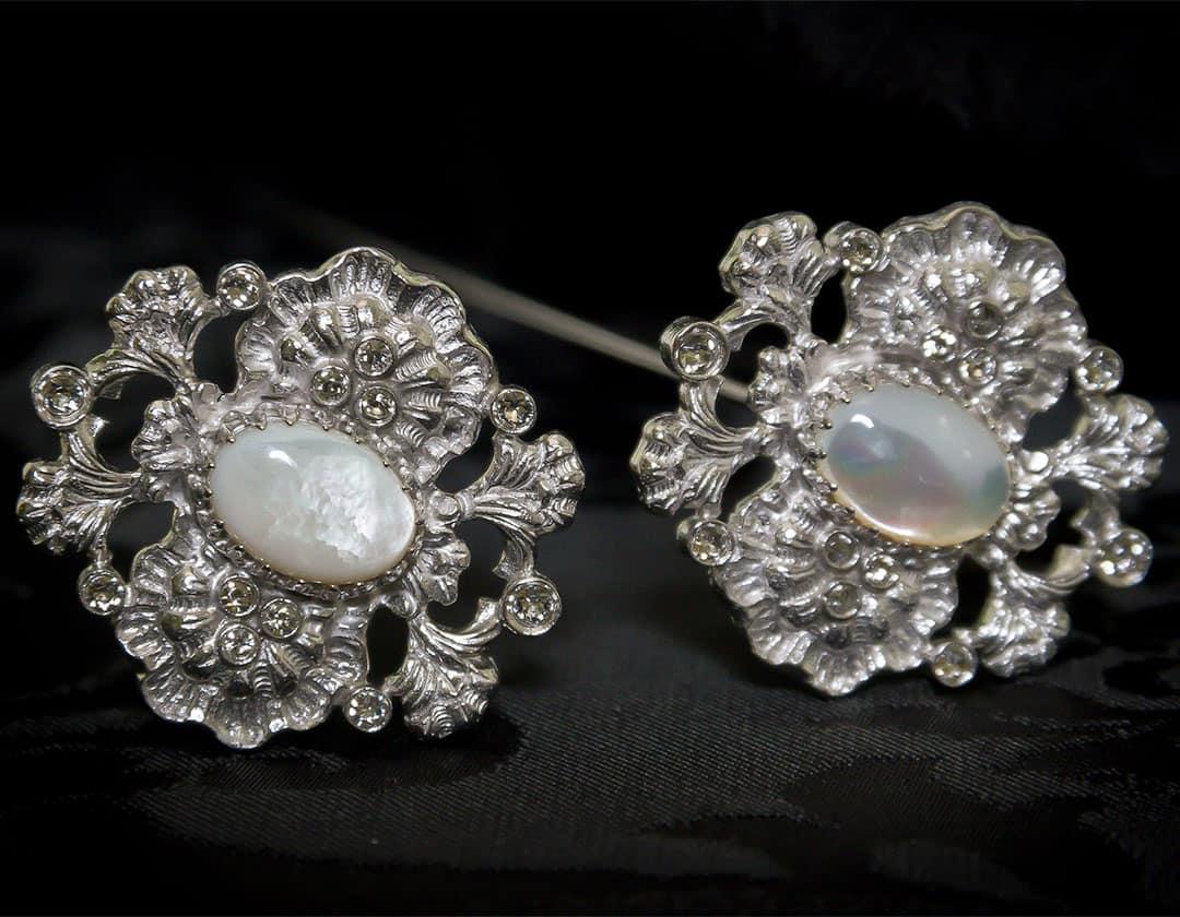 Aderezo del siglo XVIII modelo perlones en nácar, cristal y rodio ref. m132