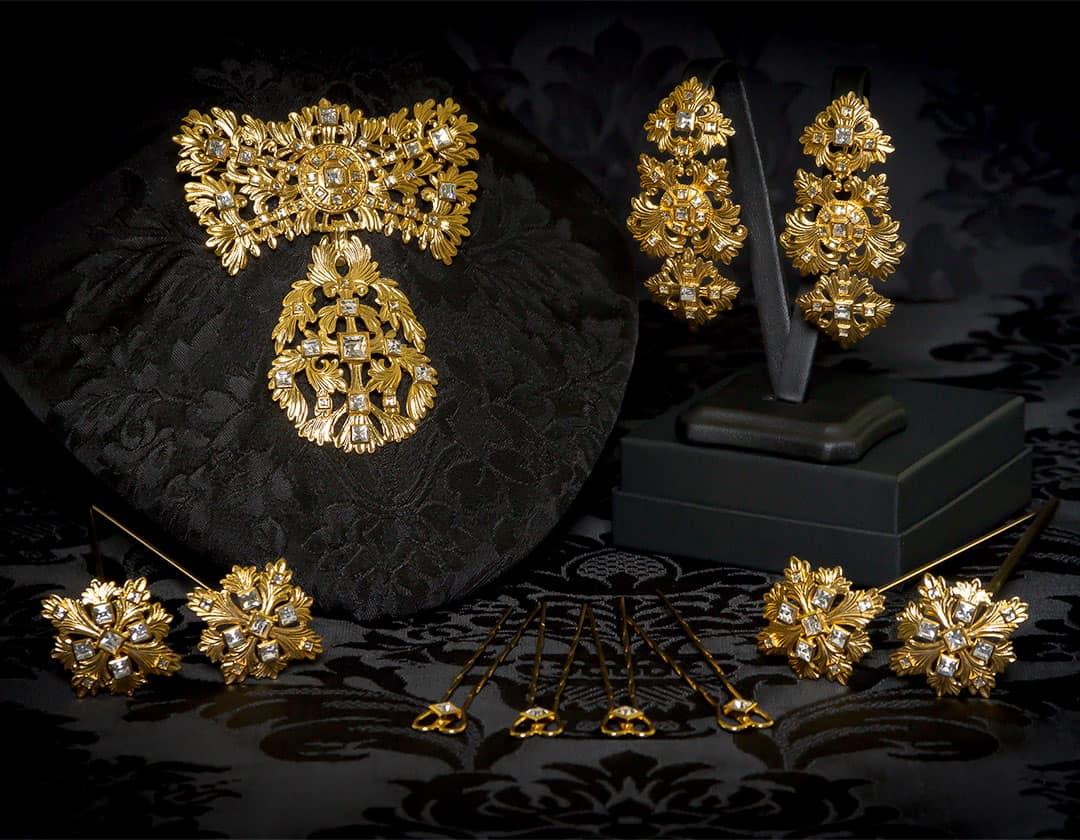 Aderezo del siglo XVIII modelo de a uno en cristal y oro ref. m142