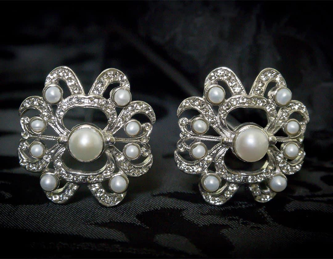 Aderezo del siglo XVIII modelo de a uno en perla, cristal y rodio ref. m159