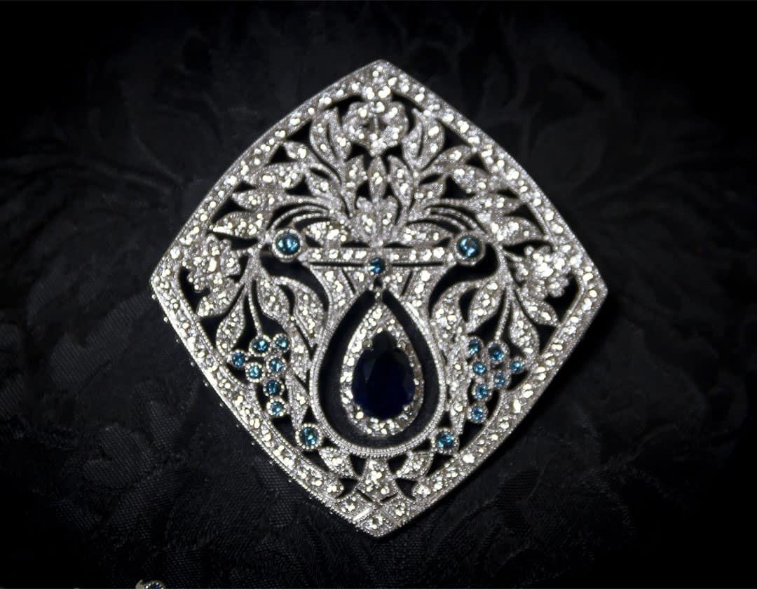 Aderezo del siglo XVIII modelo de a uno en zafiro, cristal y rodio ref. m160
