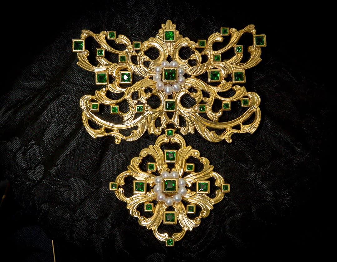 Aderezo del siglo XVIII modelo del barquillo en esmeralda, perla y oro ref. m169