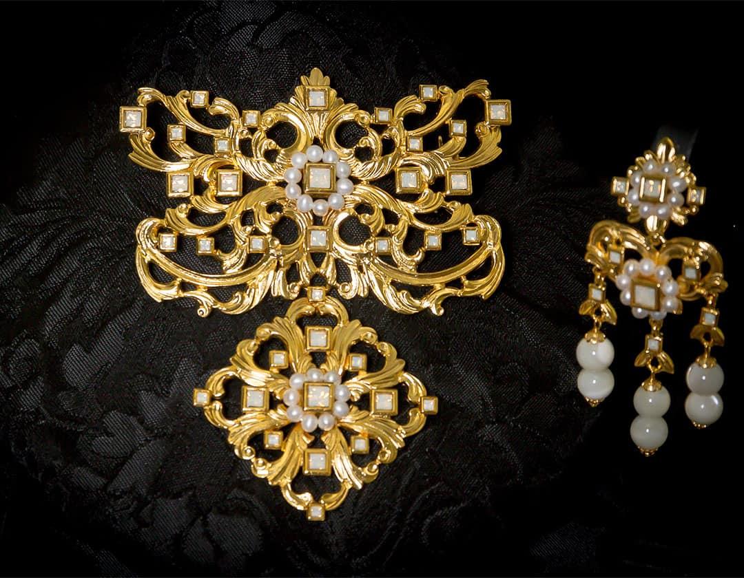 Aderezo del siglo XVIII modelo del barquillo en nácar, perla y oro ref. m169