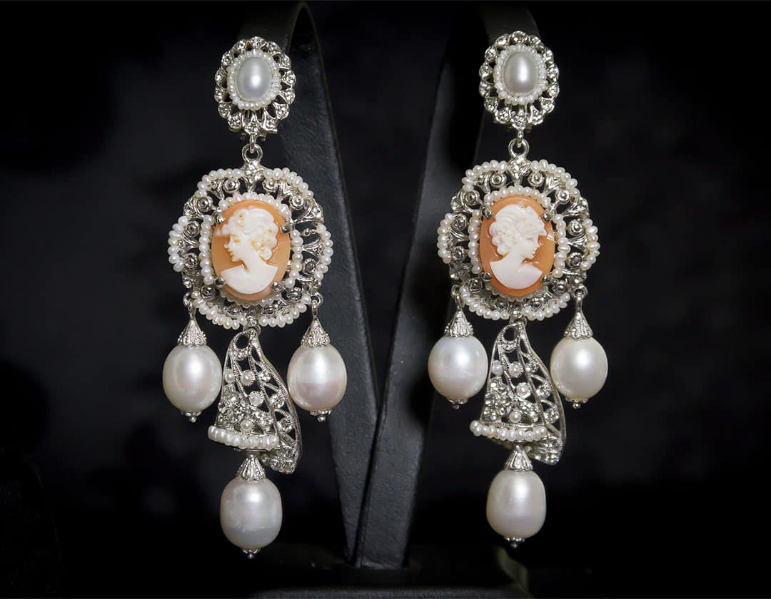 Aderezo del siglo XVIII modelo perlones en camafeos, cristal y rodio ref. m101