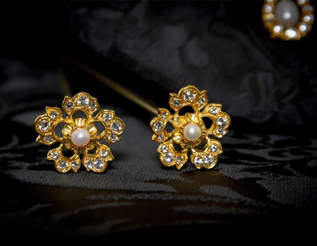 Aderezo del siglo XVIII modelo de a uno en perla cultivada, cristal y oro ref. m107