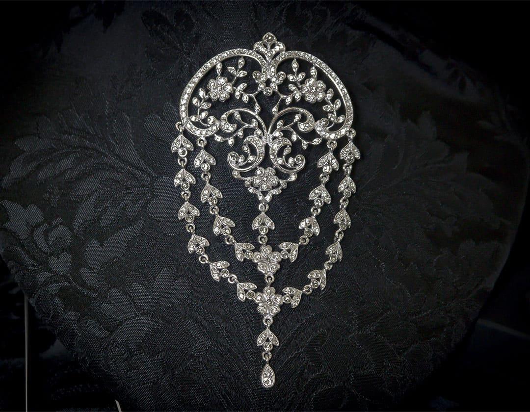 Aderezo del siglo XVIII de ornamentación vegetal en cristal y rodio ref. m64