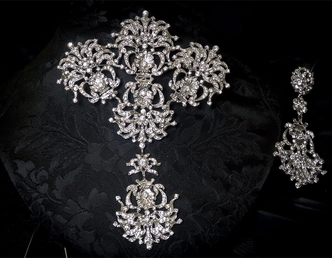 Aderezo del siglo XVIII modelo de a uno en cristal y rodio ref. m66