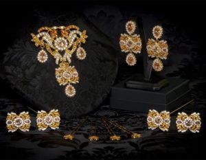 Aderezo del siglo XVIII modelo de a uno en topacio, cristal y oro ref. m85