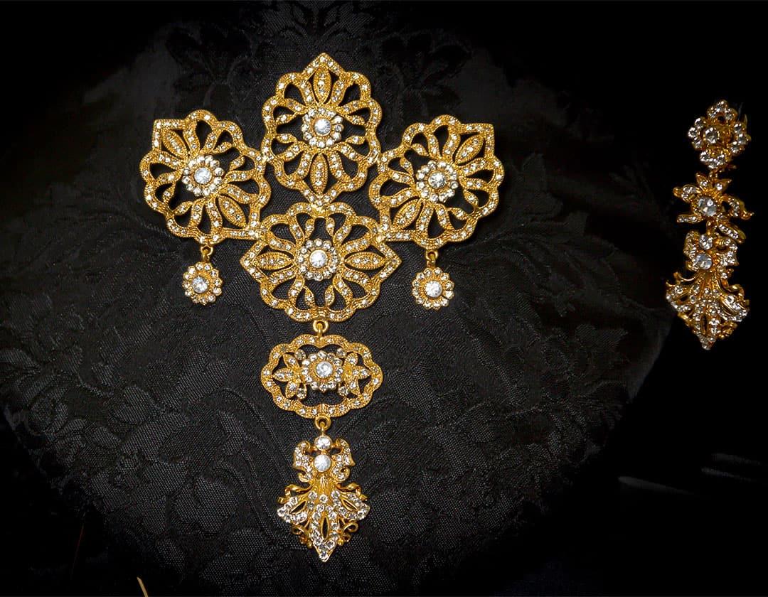 Aderezo del siglo XVIII modelo de a uno en cristal y oro ref. m86