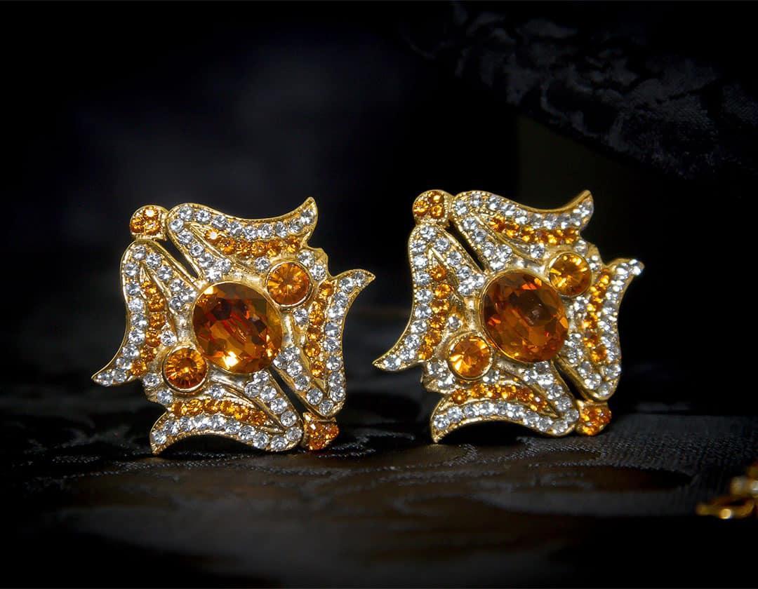 Aderezo del siglo XVIII modelo de a uno en topacio, cristal y oro ref. m88
