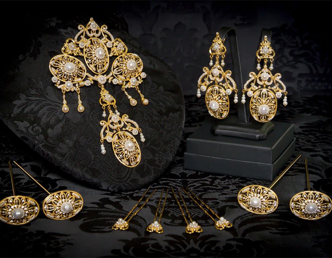 Aderezo del siglo XVIII modelo de a uno en perla, cristal y oro ref. m93