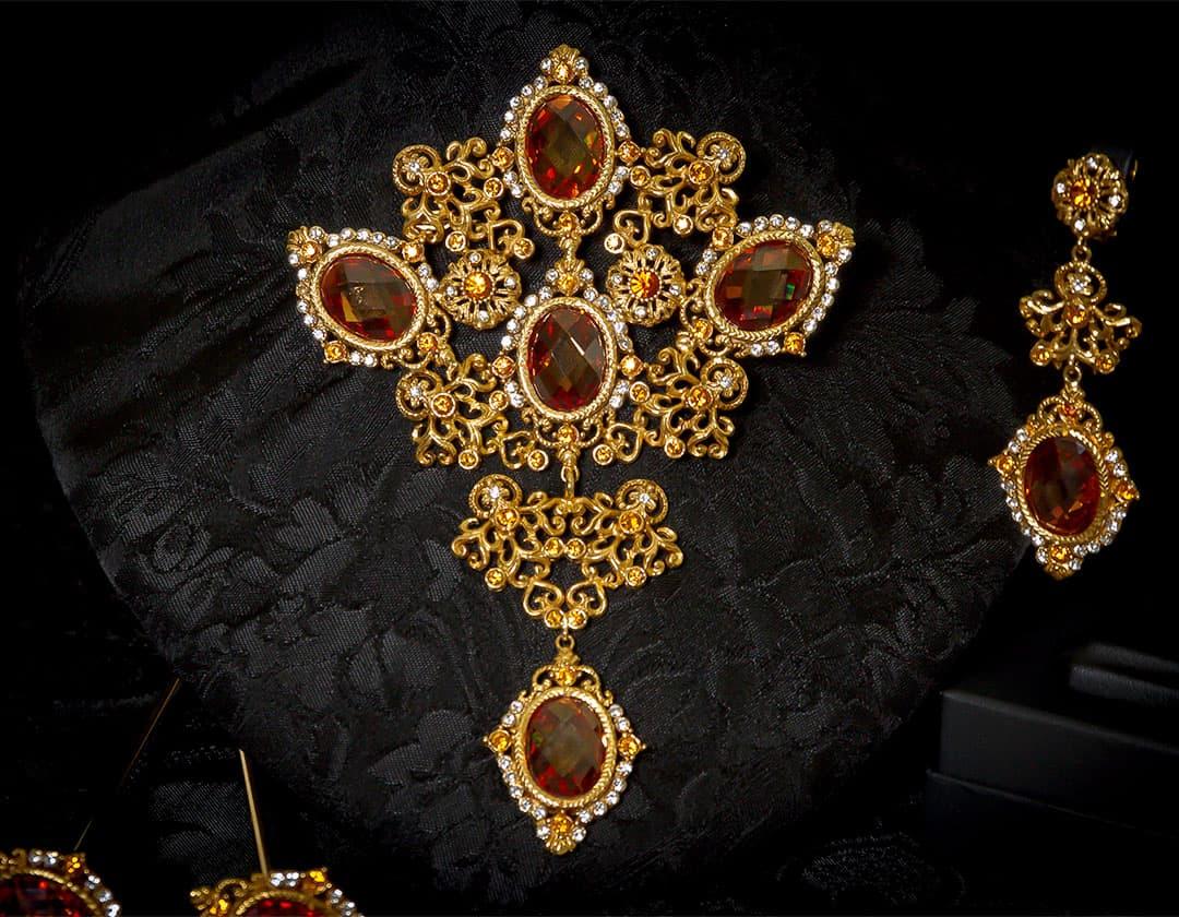 Aderezo del siglo XVIII modelo de a uno en topacio, cristal y oro ref. m97