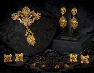 Aderezo del siglo XVIII modelo de a uno en topacio, perla y oro ref. m49