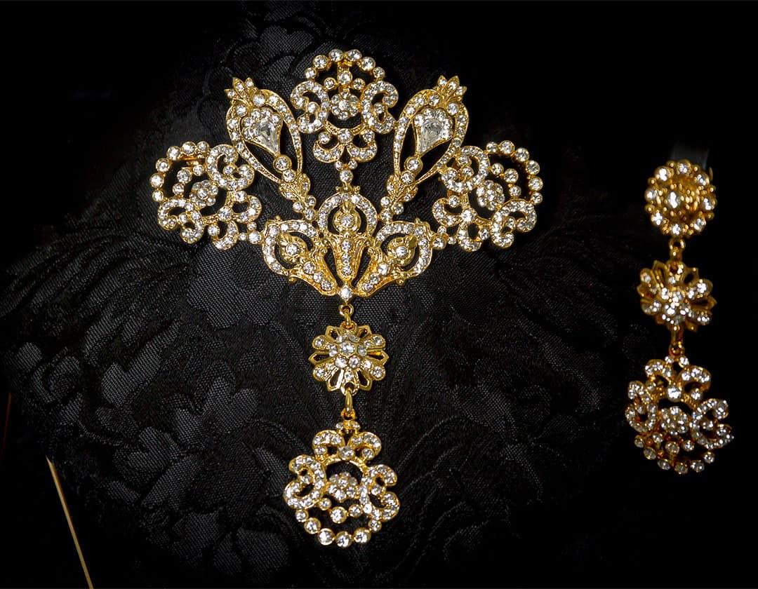 Aderezo del siglo XVIII modelo de a uno en cristal y oro ref. m57