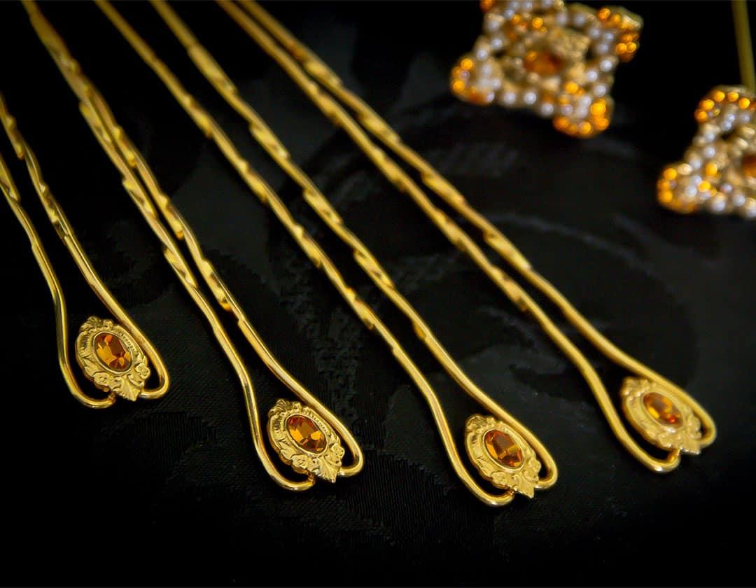 Aderezo del siglo XVIII modelo de a uno en topacio, perla y oro ref. m58