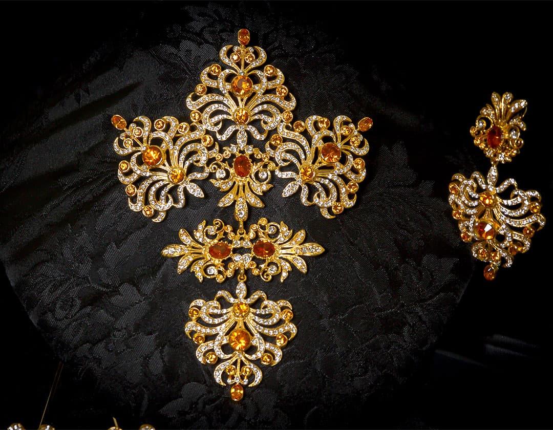 Aderezo del siglo XVIII modelo de a uno en topacio, cristal y oro ref. m62